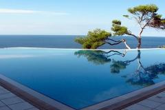 infinity-pool-cleaning-mackay